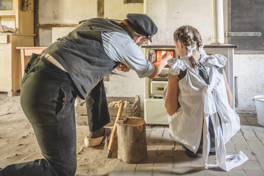 Darstellerinnen im Freilichtmuseum am Kiekeberg im Projekt Gelebte Geschichte. Foto: Kerstin Bittner